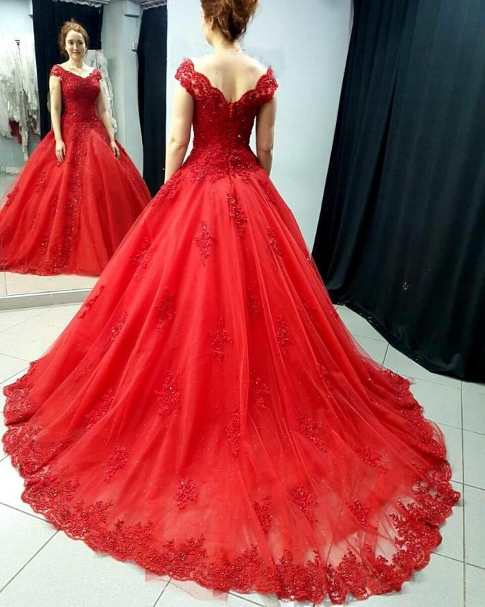 Red Plus Size Lace Wedding Dress,Ball Gowns Wedding Dress For Women,Elegant  Princess Court Train Bridal Dress,Lace V Neck Puffy Party Gowns